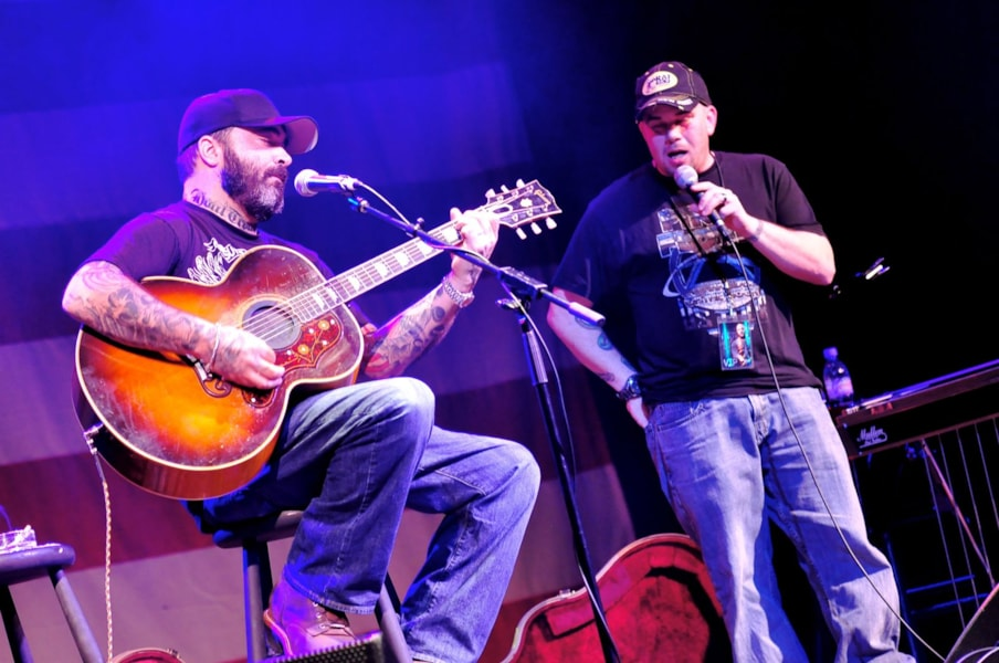 on stage with aaron lewis. Black Bedroom Furniture Sets. Home Design Ideas