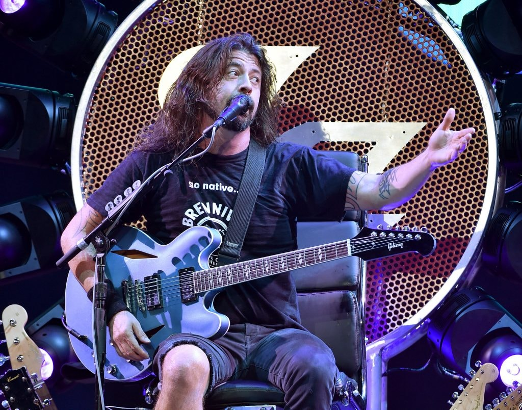 INGLEWOOD, CA - SEPTEMBER 22:  Musician Dave Grohl of the Foo Fighters performs at the Forum on September 22, 2015 in Inglewood, California.  (Photo by Kevin Winter/Getty Images)